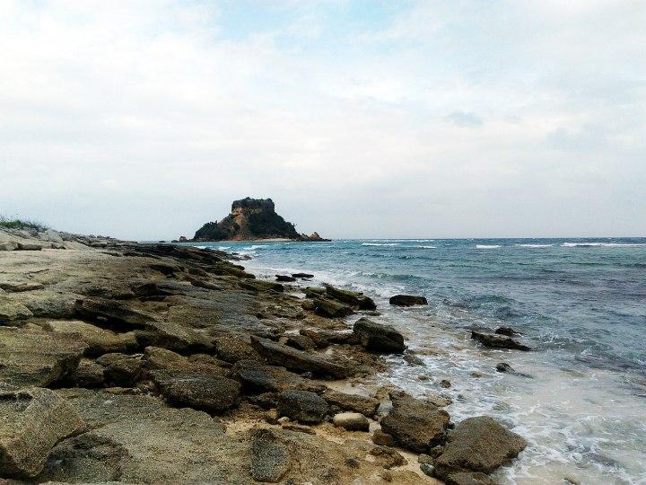 1600px-Morning_at_Sombrero_Island,_San_Pascual_Burias_Islands_Masbate,_Philippines